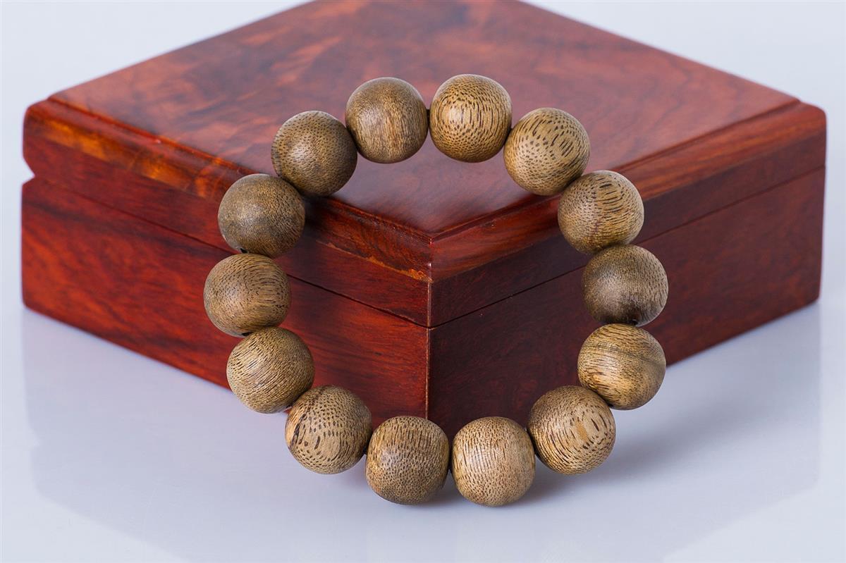 vòng tay trầm hương nha trang